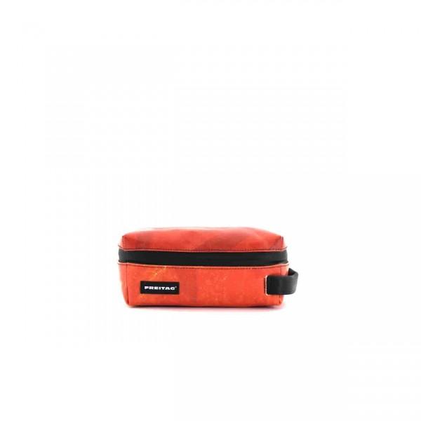 FREITAG Toilet Bag Small F35 Cheyenne rot Ansicht 1
